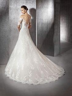 Zeleny lace dress with bateau neckline  (back)