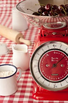 Old fashioned kitchen scale- I weigh my food while cooking, much more accurate… Red Kitchen, Country Kitchen, Vintage Kitchen, Kitchen Scales, White Cottage, Cottage Style, Farm Cottage, Old Fashioned Kitchen, Old Scales