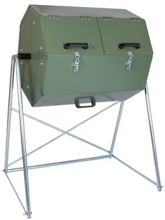 Insulated Composter Lets You Make High-Quality Compost Year-Round