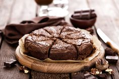 In the mood for chocolate? How about you indulge yourself with this Chocolate Wasted Brownie Dump cake! Baking cakes can be a little complicated. Luckily with this recipe, you can take advantage. Brownies Caramel, Fudge Brownies, Chocolate Brownies, Chocolate Syrup, Dump Cake Recipes, Brownie Recipes, Dessert Recipes, Dump Cakes, Patisserie Sans Gluten