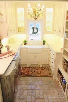 Butler's Pantry | white Farmhouse sink | beadboard backsplash