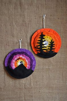 Sunset Weavings (that artist woman) These Sunset Weavings are a result of my Canada 150 focus and trying to find new ways to expand my circular weaving options for my younger students. I love circular weavings, it's where I start after Weaving Projects, Weaving Art, Weaving Patterns, Stitch Patterns, Knitting Patterns, Circular Weaving, 6th Grade Art, School Art Projects, Art Lessons Elementary