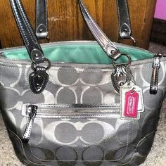 Love the style and color,Coach Handbags cheap and discount for you!!!  $48.89