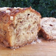 Suikerbrood (Sugar bread) is a yeast-based bread. It is a Frisian luxury version of white bread, with large lumps of sugar mixed in with the dough. Dutch Recipes, Bread Recipes, Cinnamon Loaf, Sugar Bread, Sugar Cubes, Food Tasting, White Bread, Bread Rolls, Food Print