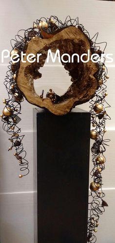 Kerst decoratie gemaakt door onze stagaire Anneke Douma bij Peter Manders bloemist in Lemmer www.petermanders.nl