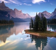Spirit Island on Maligne Lake, Jasper National Park/Spirit Island sur le lac Maligne, parc national Jasper, Alberta Oh The Places You'll Go, Places To Travel, Places To Visit, Parc National, National Parks, National Forest, Alaska, Lake Photos, Canada Travel