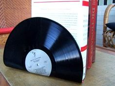 Cool use of old LP records :) Find more DIY stuff at: http://coolest-diy-projects.blogspot.dk/