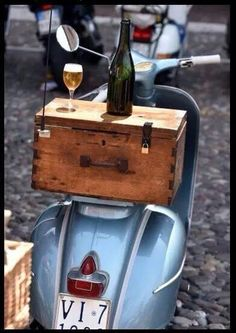 I have to get James to make me a nice wooden box for my Vespa.