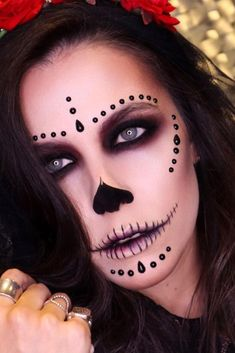 Black Classy Sugar Skull ★ A Halloween look without sugar skull makeup is a look wasted! Our tunning ideas with glitter, rhinestones, and the burst of glam colors are here to help you keep up with the fancy Mexican tradition stylishly. Candy Skull Makeup, Halloween Makeup Sugar Skull, Sugar Skull Costume, Creepy Halloween Makeup, Candy Skulls, Scary Makeup, Halloween Skull, Skeleton Makeup, Sugar Skulls