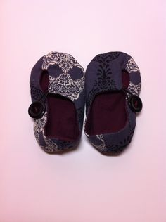 Skull Baby Shoes with Elastic Loop and Button. $22.00, via Etsy.