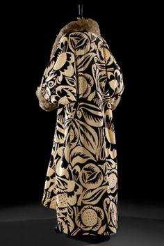 Paul Poiret, coat, Textile design by Raoul Dufy. 20s Fashion, Edwardian Fashion, Fashion History, Korean Fashion, Vintage Fashion, Fashion Black, Paul Poiret, Vintage Coat, Mode Vintage