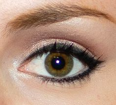 Simple, everyday cat eye make up