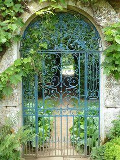 Iron scrollwork garden gate - Garden Gates Make a Grand Entrance - Garden Entrance, Garden Doors, Entrance Gates, Grand Entrance, Diy Garden, Dream Garden, Garden Landscaping, Blue Garden, Portal