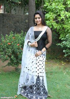 Malayalam Cinema, Malayalam Actress, Lakshmi Photos, Still Image, Actress Photos, Bollywood, Actresses, Actors, Gallery