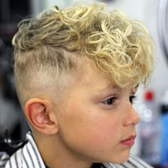 35 Cool Haircuts For Boys Guide) - - Curly Fringe with High Fade Boys Curly Haircuts, Boys Haircut Styles, Cool Haircuts, Hairstyles With Bangs, 2018 Haircuts, Fringe Hairstyles, Curly Hair With Bangs, Curly Hair Cuts, Short Curly Hair