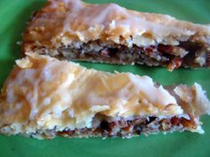 Here is my version of a Danish Kringle. If you& ever had a REAL Danish Kringle, with the homemade hand-rolled Danish Pastry dough, then . Just Desserts, Delicious Desserts, Yummy Food, Cookie Desserts, Eat Dessert First, Dessert Bars, Cake Recipes, Dessert Recipes, Dessert Ideas