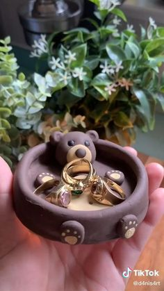 Easy Sewing Projects, Clay Projects, Clay Crafts, Diy And Crafts, Incense Holder, Aesthetic Videos, Clay Art, Ceramic Art, Punch