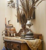 love this foyer table and vignette