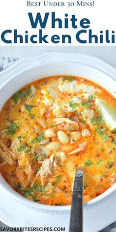 Try This Best,Cozy And Easy Recipe Of White Chicken Chili-On Stovetop,Delicious And Kind Of Healthy As It Has Beans,Chicken To Make A Delicious Complete Meal.This Spicy Creamy White Bean Chicken Chili Is Perfect To Fix Dinner Under 30 Mins,Its That Simple Easy Soup Recipes, Cooking Recipes, Healthy Recipes, Chili Recipes, Recipes Dinner, Recipies, Creamy White Chicken Chili, White Chili, Bon Appetit