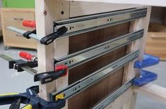 Using spacers to lay out drawer slides Building Drawers, Workbench With Drawers, Diy Workbench, Wooden Drawers, Diy Storage Drawers, Diy Garage Storage, Tool Storage, Workshop Storage, Workshop Organization