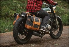 Pack Animal is a new brand from Seattle that craft beautiful Motorcycle Travel Goods with classic styling and timeless materials that look great on any bike. The vintage styled gear is made with the highest quality waxed twill and canvas paired with Motorcycle Luggage, Retro Motorcycle, Scrambler Motorcycle, Moto Bike, Cool Motorcycles, Vintage Motorcycles, Cbx 250, R Cafe, Motorcycle Saddlebags