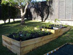 Vyvýšené záhony - spôsob, ako záhradkárčiť vo svahu