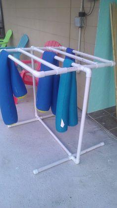 Luxuoso Ideias para decorar e organizar sua morada com tubo de PVC para debutar hoje! Pvc Pipe Crafts, Pvc Pipe Projects, Diy Projects, Weekend Projects, Towel Rack Pool, Pool Towels, Towel Racks, Cheap Deck Ideas, Cerca Diy
