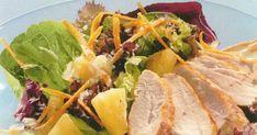 Ensalada de pollo y piña a la brasa con salsa de yogurt y curry