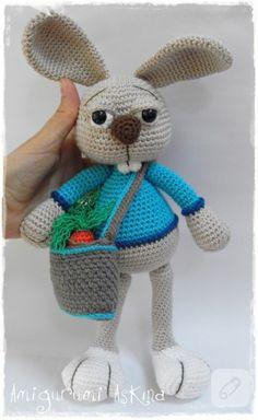 uzun tavşan dişleri ve havuç kesesi detayları unutulmamış amigurumi tavşan oyuncak modeli bir harika. el örgüsü ve tığ işi yüzlerce farklı oyuncak örneği 10marifet.org'da