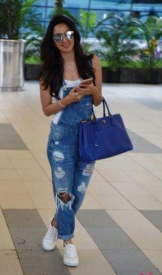 Bollywood-actress-Kiara-advani-jeans