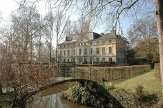 Catherine Deneuve vende il suo #castello da sogno in #Francia   #LuxuryEstate #VIP