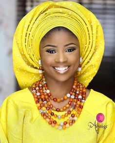 Yellow for the win. African Head Wraps, Queen Makeup, African American Hairstyles, African Beads, Beaded Bags, African Attire, Traditional Wedding, Street Chic, Couture Fashion