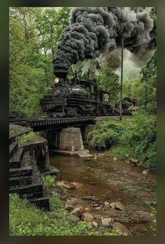 Shaw Steam Locomotive crossing a creek bridge in West Virginia. Locomotive Diesel, Steam Locomotive, Train Tracks, Train Rides, Gear Train, Train Miniature, Old Trains, Train Pictures, Steam Engine
