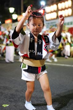 Japan - Toddler Partaking in a Festival Kimono Japan, Japanese Kimono, Japanese Outfits, Japanese Fashion, Chinese Culture, Japanese Culture, Matsuri Festival, Kabuki Costume, Japanese Kids