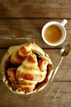 French Croissants browsed: Recipe by Iginio Massari Croissants, Fall Recipes, Sweet Recipes, Snack Recipes, Snacks, Good Morning Breakfast, Breakfast Tea, Pasta Salat, Sweet Cooking
