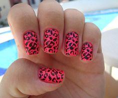 Leopard nail polish design