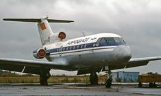 18 April 1986 - a suffered structural failure at Kazan Airport, Soviet Union. Vintage Airline, Sukhoi, Civil Aviation, Bus, Aeroplanes, Soviet Union, Russia, Aircraft, Aviation