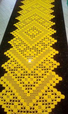 Caminho de mesa crochê filé feito com 2 novelos ANNE.