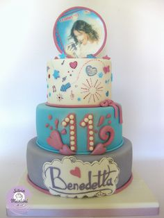 Disney Themed Cakes - This cake is all hand Painted