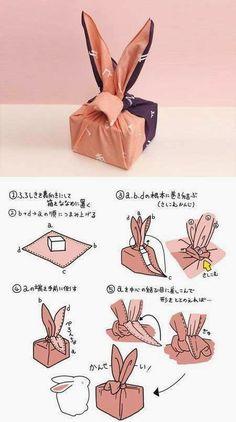 DIY gift packaging: the Furoshiki method (Japanese fabric packaging) - Japanese Gift Wrapping, Japanese Gifts, Easy Preschool Crafts, Fun Crafts, Pretty Packaging, Gift Packaging, Packaging Ideas, Wrapping Ideas, Gift Wrapping Techniques