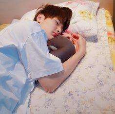 ↳ Quand Minho veut pecho Hyunjin ✰minjin (Minho x Hyunjin) T E R M… # Fanfiction # amreading # books # wattpad Lee Min Ho, K Pop, Kids Sleep, Baby Sleep, Wattpad, Fanfiction, Jung Jin Woo, Nct, Spirit Fanfics