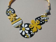 Summer necklace to match daisy print dress, so cute!