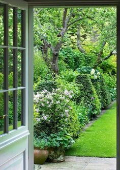 18 beautiful small cottage garden ideas for backyard inspiration - Garten - gardening Cottage Patio, Small Cottage Garden Ideas, Garden Shrubs, Garden Paths, Garden Borders, Garden Pond, Farm Gardens, Backyard Landscaping, Landscaping Ideas