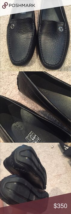 Gucci flats Like new Gucci leather flats. Great for any season. Gucci Shoes Flats & Loafers
