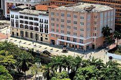 Santiago de #Cali - Boulevar de la Avenida #Colombia The Good Place, Mansions, Country, House Styles, Amazing Places, Beautiful, Countries, Earth, Sweetie Belle