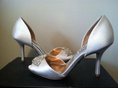 Badgley Mischka Salsa White Satin Women's Heels Pumps Peep Toe in Size 5 M #BadgleyMischka #PumpsClassicsHeelsDressyEvening