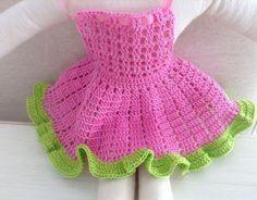 free crochet doll costumes for barbie dolls Crochet Doll Dress, Crochet Doll Clothes, Crochet Baby, Free Crochet, Muñeca Diy, Diy Crafts, Doll Costume, American Girl, Crochet Videos