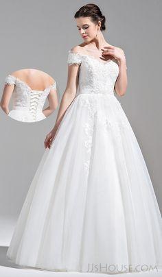 Gorgeous lace wedding dress. #JJsHouse #JJsHouseWeddingDress