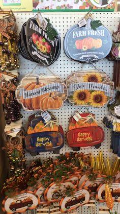 Dollar Tree Fall, Dollar Tree Decor, Dollar Tree Crafts, Diy Fall Wreath, Fall Diy, Candy Christmas Decorations, Fall Decorations, Fall Home Decor, Fall Crafts