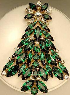 Vintage Jewelry Past and Present Jewelry - Eisenberg Ice Christmas Tree Brooch Vintage Jewelry Crafts, Vintage Costume Jewelry, Vintage Costumes, Antique Jewelry, Vintage Jewellery, Vintage Clothing, Jeweled Christmas Trees, Jewelry Tree, Christmas Jewelry